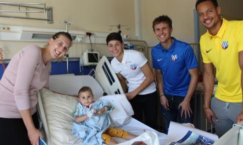 Daniel Congré, Elisa De Almeida et Arnaud Souquet en visite à l'hôpital Gui de Chauliac