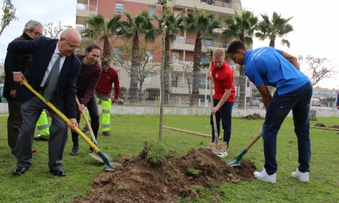 Plantation d'arbres à Palavas-les-Flots !